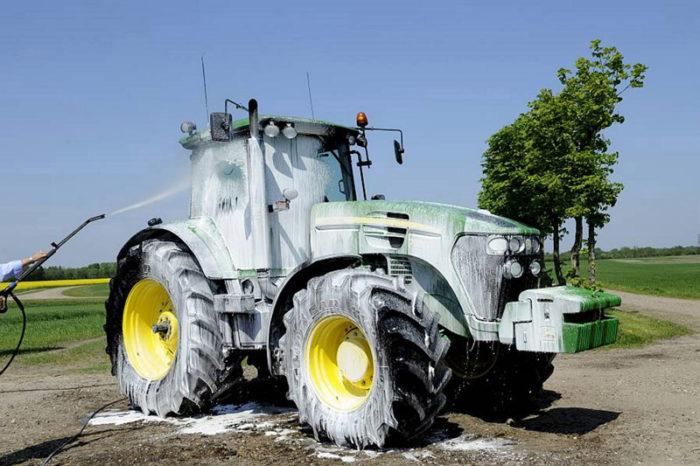 Tvättning av traktor