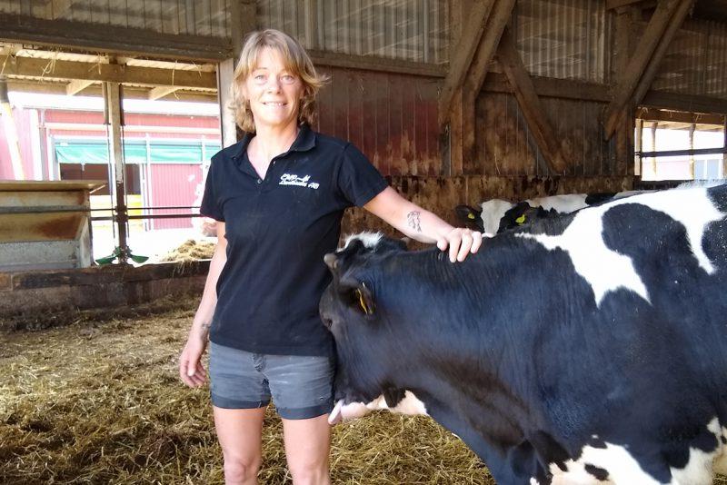 Camilla tillsammans med svartvita kor