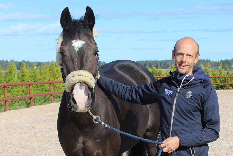 Captain Tourettes med häst