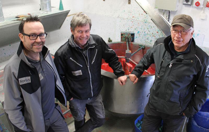 Från vänster: Nomus VD Roger Valkegård, Nomus-tekniker Bertil Uhlin och Equs VD Jan Svensson.